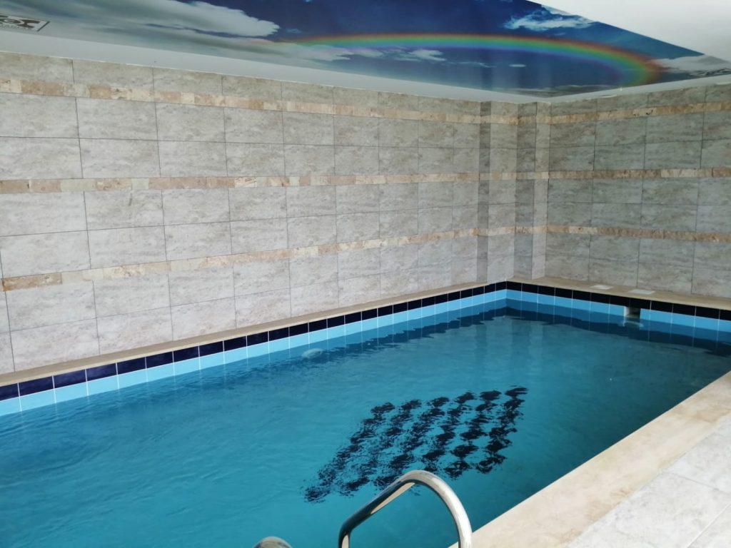 kuşadası merkezde 2+1 110m2 4.kat kapalı acık yüzme havuzlu ...